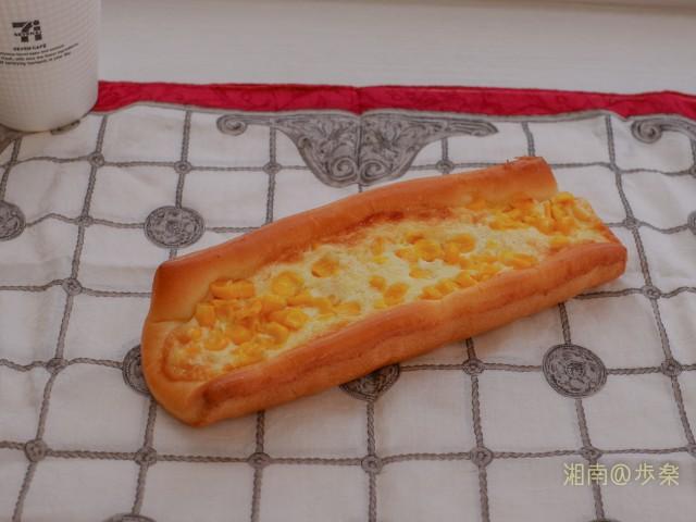 ジューシー たっぷりコーンのパン