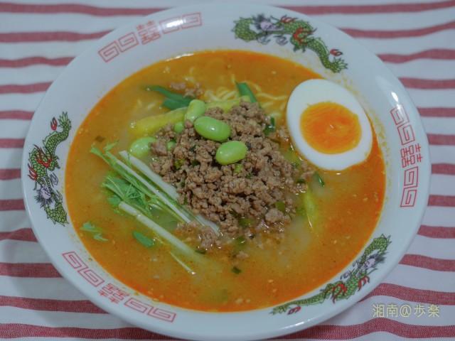 今日の具材:韮 パプリカ 枝豆 水菜 肉そぼろ 煮卵