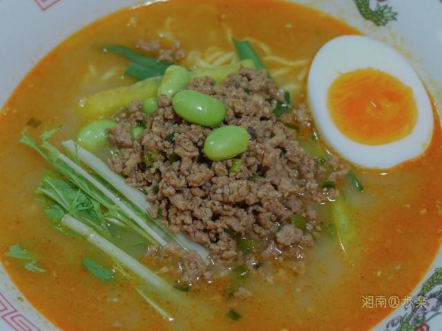 胡麻の強調 ポークの出汁 ほんのり辣油の美しいスープ