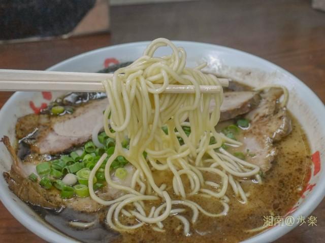 加水率低めのストレート麺は熊本流なんですかねぇ