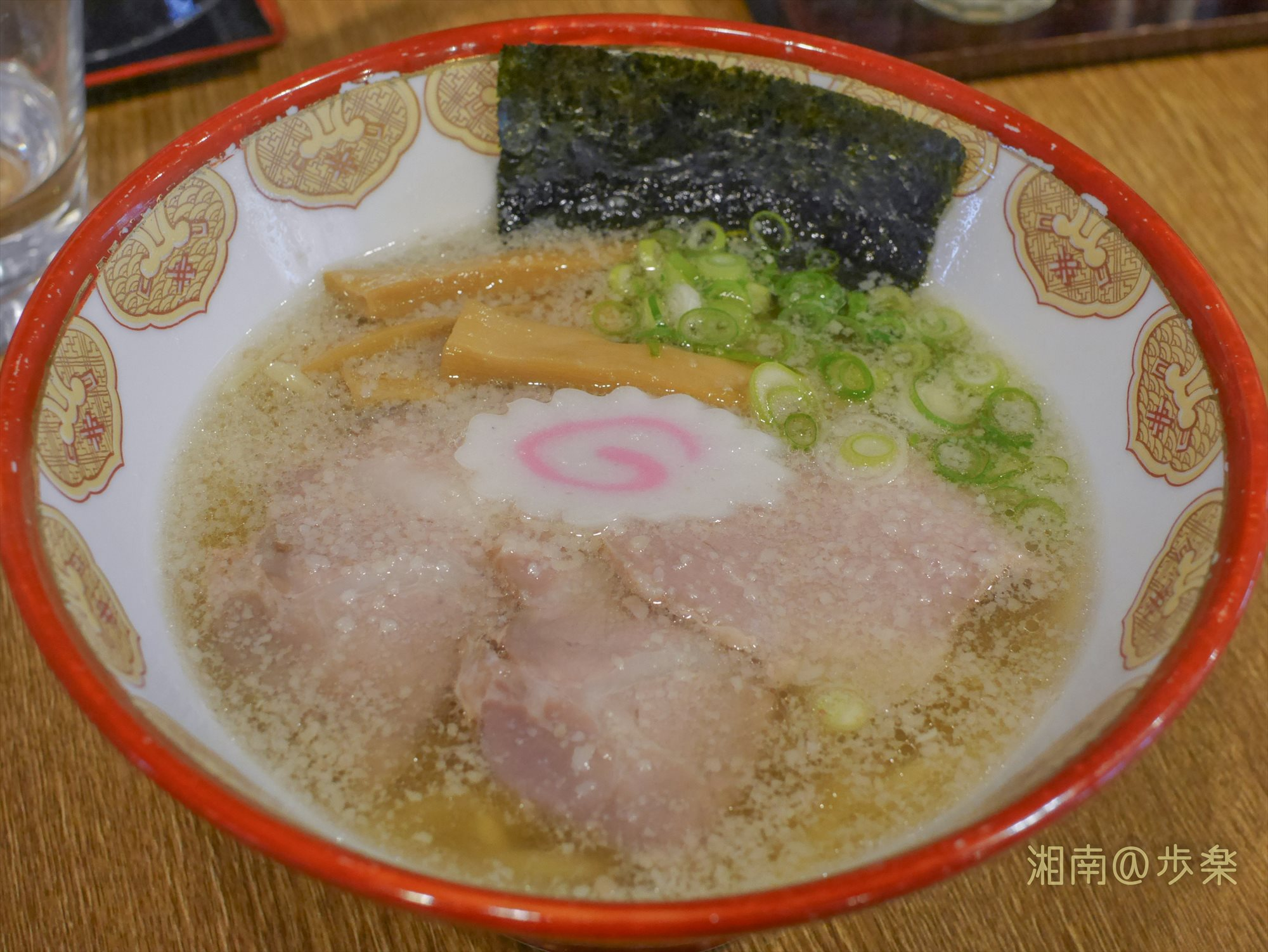 肉と魚の淡麗系ダブルスープ。