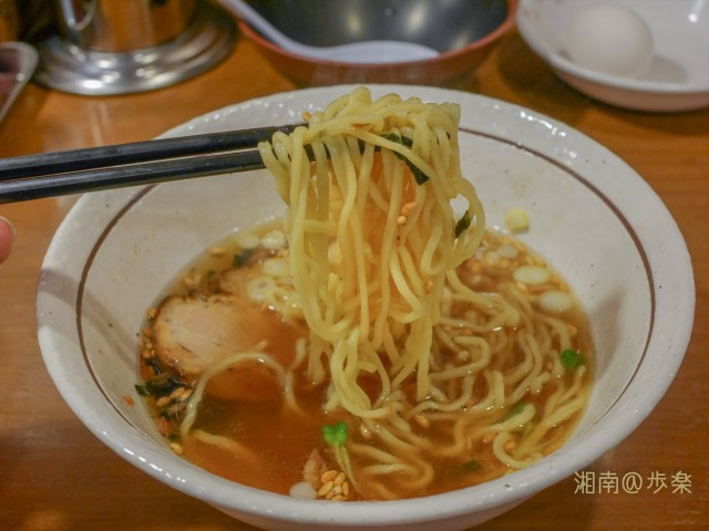 やや後半スープを吸ってくる中太麺・・・もう少し加水してコシが欲しいのは昔と同じ
