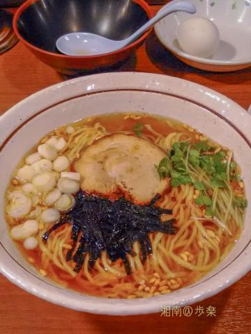 濃口醤油で誤魔化さない淡麗スープは、旨いし好きだ