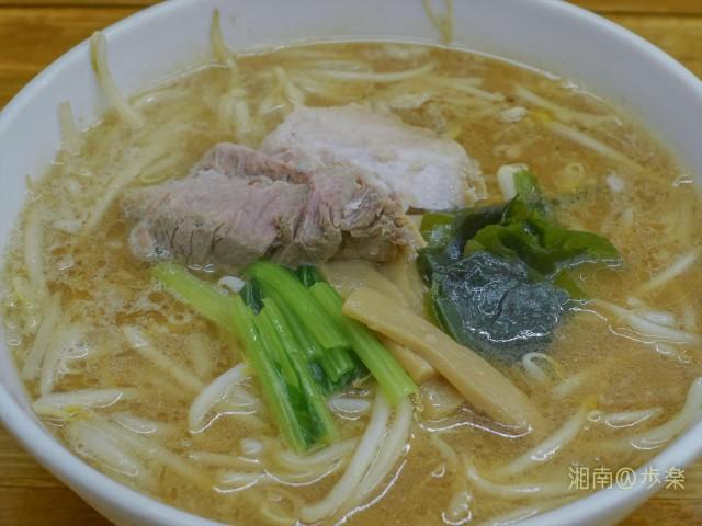 スープは鶏がらベースに白味噌系 味は全く古き良き昭和そのもの