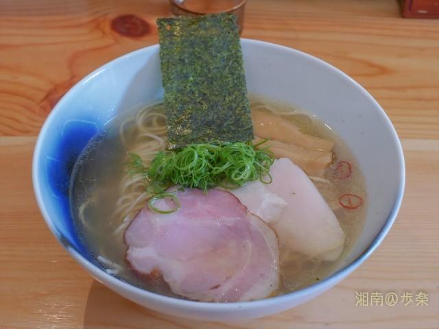 スープは鶏出汁に+貝でしょうか