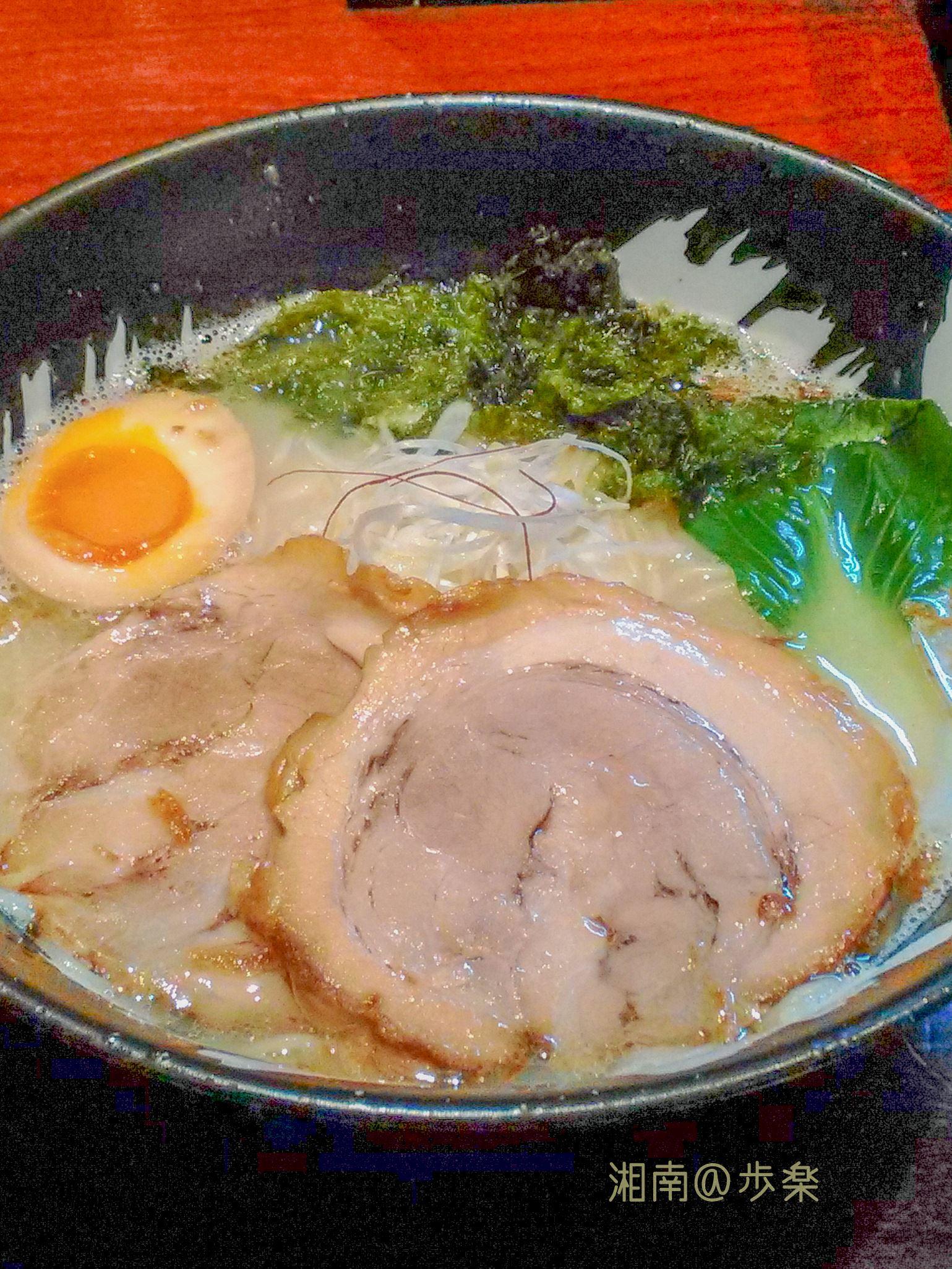 乳濁した鶏スープは、濃度 旨味 コクのバランスが良い
