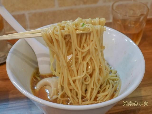 平打の中細ストレート麺