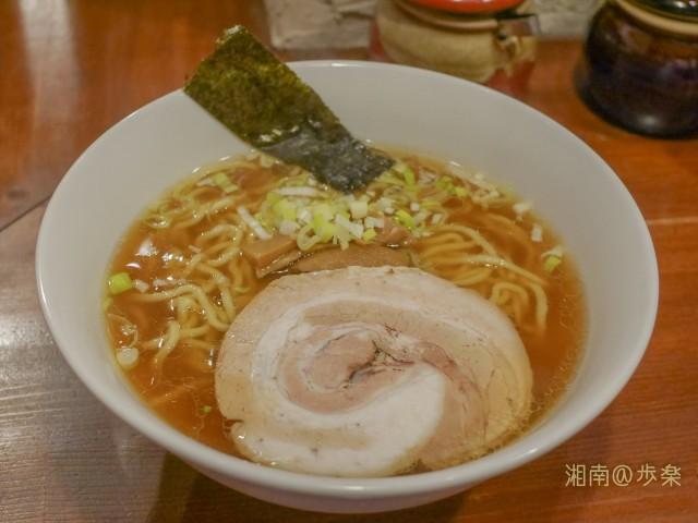 煮干し風味の太麺 というメニュー表記通りのらーめん