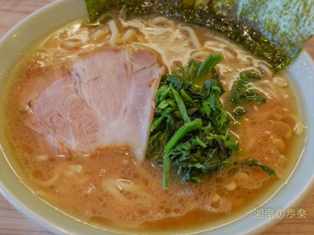 カエシ控え目のしょうゆ豚骨スープ