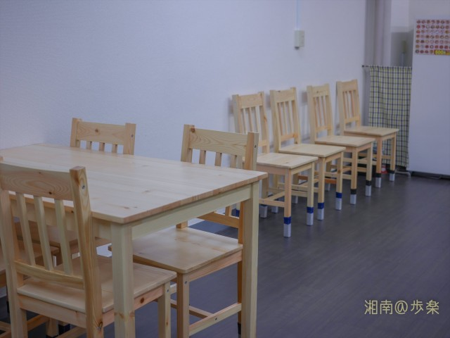 イートインスペースは4テーブル