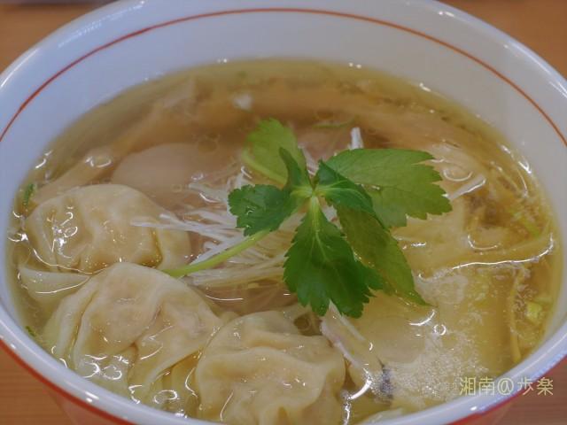 麺や 一峯:鶏油はやや多めだが、その分スープが冷めない