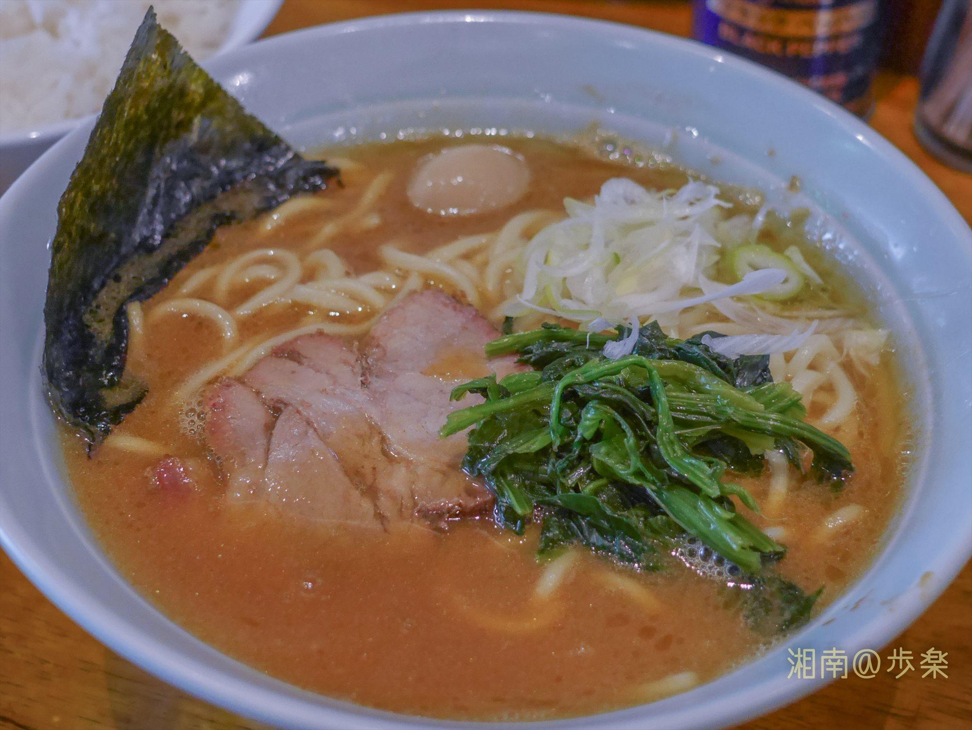 濃厚なスープに甘味と魚介風味が混在する独特のテイスト